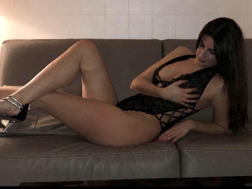En lingerie sur le canapé