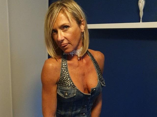 Une camgirl mature française qui veut des queues