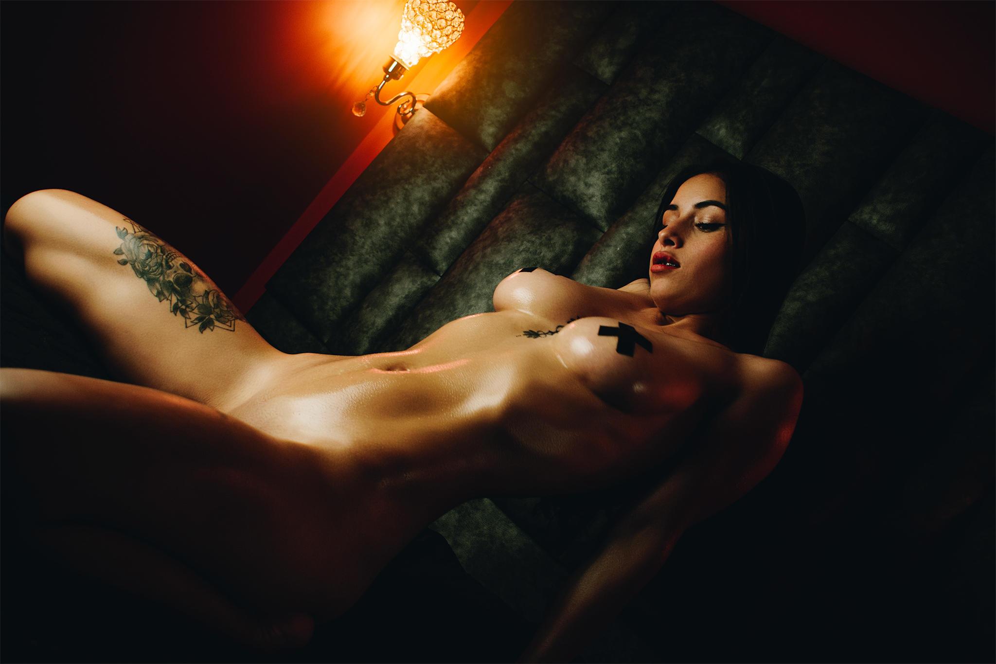 Sexy et tatouée