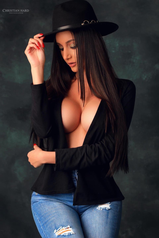 Une meuf style mannequin mais super sexe
